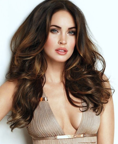 Dunkelbraunes Haar mit Highlights | Megan Fox (poses) | Brown hair
