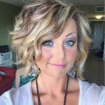 20 Wavy Short Hair Pictures You will Love #curlshorthair Wavy short hairstyles a...