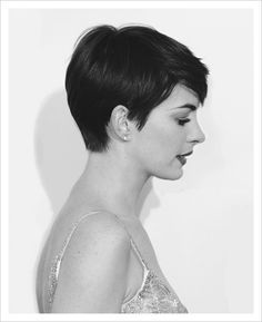 35+ Short Pixie Haircuts That Give An Edgy But Feminine Vibe