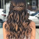 40 Pretty Prom Hairstyle Ideas For Curly Long Hair - TILEPENDANT