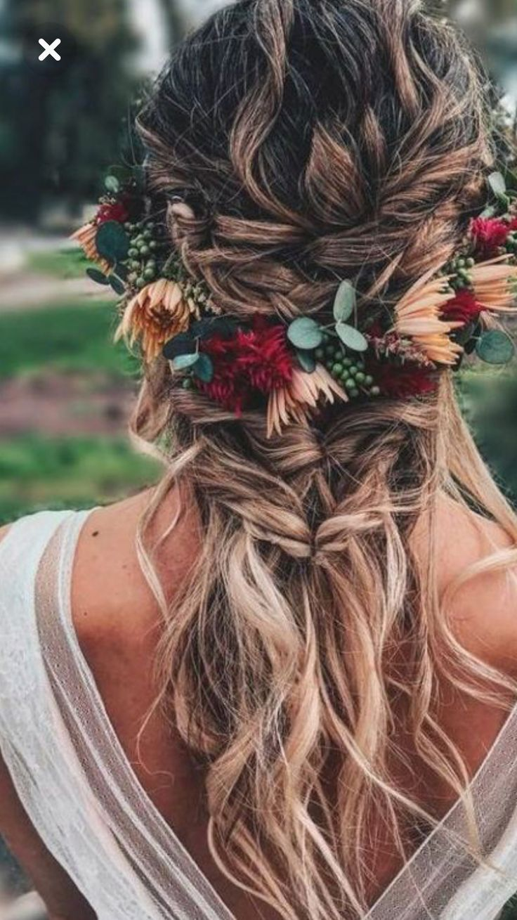 Boho Flower Crown with a loose pretty braid – Wedding Inspirasi
