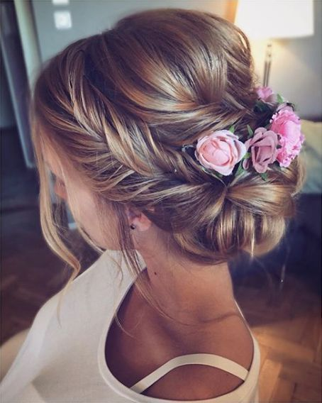 Braided hairstyles with flowers is beautiful for brides at weddings – Page 15 of 38 – yeslip