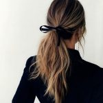 Coiffure simple avec un ruban dans les cheveux #HairStyles - Mary Haircuts