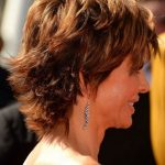 Layered Hairstyle for Thick Hair: Side View of Lisa Rinna's Hairstyle - Pretty Designs