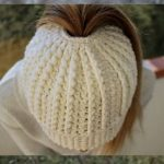Messy Bun Pattern super easy using double crochet. Beautiful texture with the th… - PIN Blogger