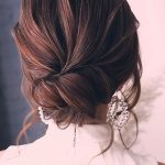 Romantic Wavy Low Buns #updo #buns ?? These easy hairstyles for long hair take 1...