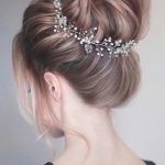 View our photo gallery with the most beautiful prom hairstyle ...